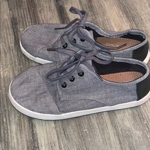 Toms Gray Boys youth lace up canvas size 3 shoe